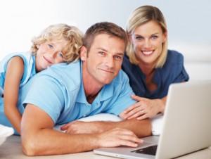 http://www.im-vergleich.de/wp-content/uploads/33434523_XS_Familie_Laptop-300x226.jpg